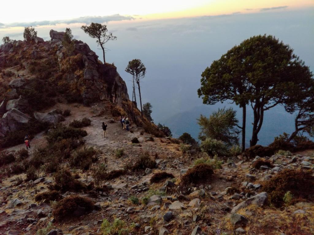 Ce cratère en bordure d'un impressionnant précipice, est à quelques rochers du sommet (Photo FC)