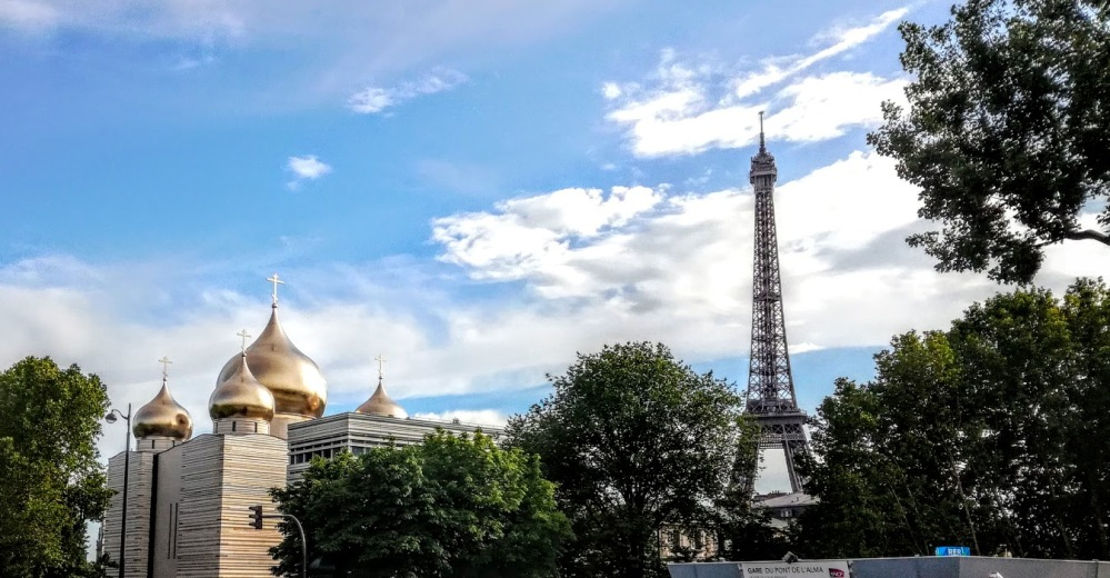 La nouvelle cathédrale orthodoxe russe de Paris, quai Branly, à côté de la tour Eiffel (Photo FC)