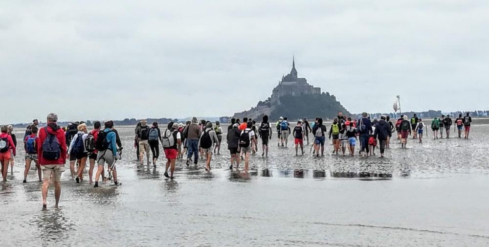 Mont-Saint-Michel, le pèlerinage des grèves qui rassemble chaque année plus de 1000 marcheurs de tous âges (PhotoFC)
