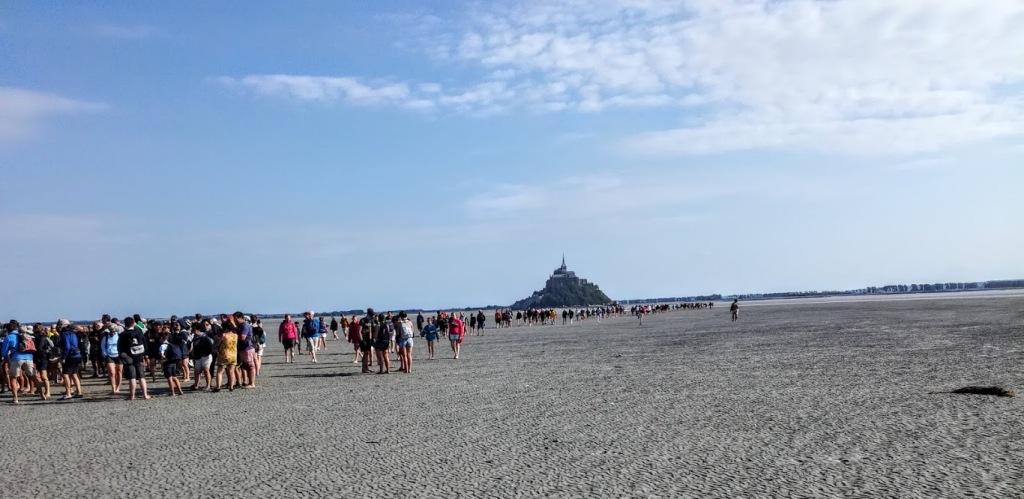 Mont-Saint-Michel. Nous sommes les héritiers de ce pèlerinages qui atteignit son apogée au XIVe et XVe siècle (Photo FC)
