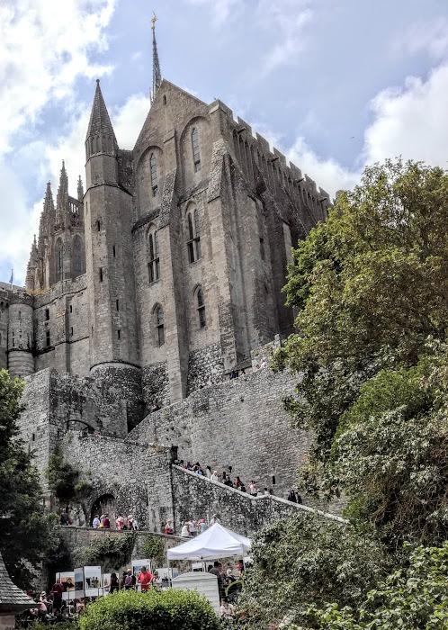 Mont-Saint-Michel. Voici la merveille dont la dénomination daterait de la fin du XVIIe siècle. Elle témoigne magnifiquement de l'audace de cette architecture monastique du Moyen Âge (Photo FC)