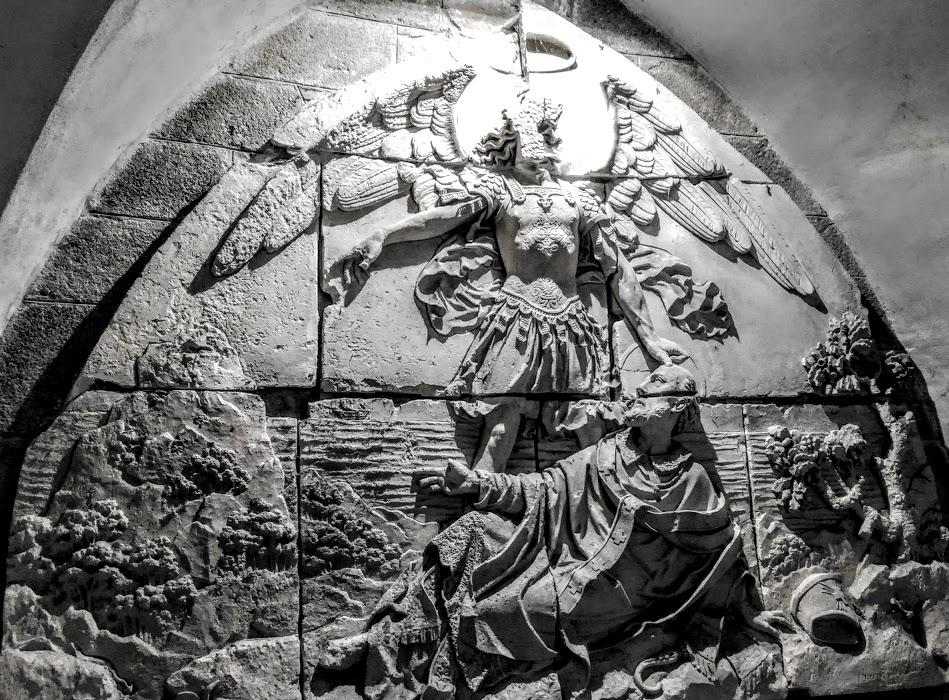 Mont-Saint-Michel. L'abbaye possède le relief de l'apparition de l'archange Saint Michel à l'évêque d'Avranches, Aubert en 708 (Photo FC)