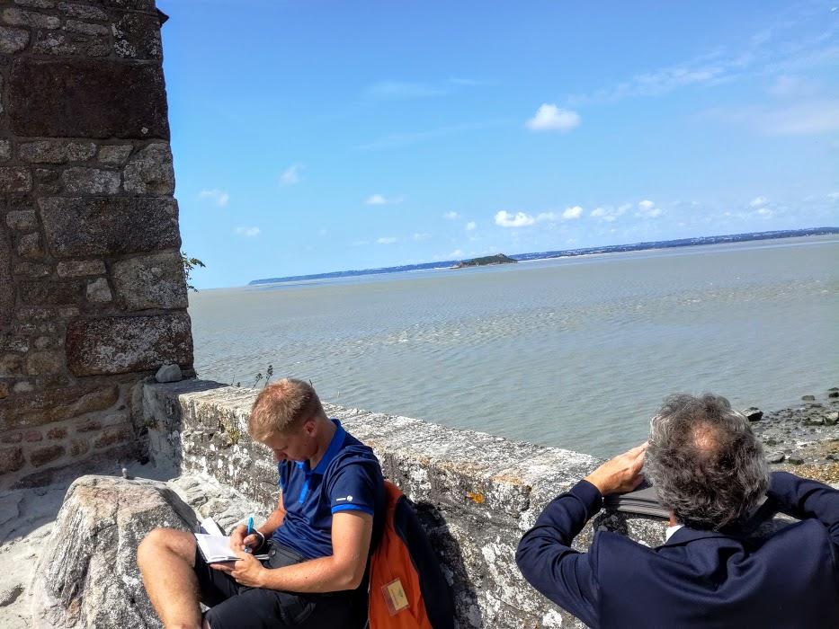 De la chapelle de Saint-Aubert, le regard porte sur l'îlot de Tombelaine. En fait, Aubert n'eut pas le choix, l'archange lui désigna le Mont Tombe, notre Mont-Saint-Michel (Photo FC)