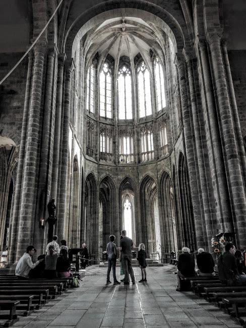 Légèreté et verticalité ! Ici,dans le choeur de l'abbatiale du Mont-Saint-Michel, l'architecture gothique a atteint son apothéose (Photo FC)