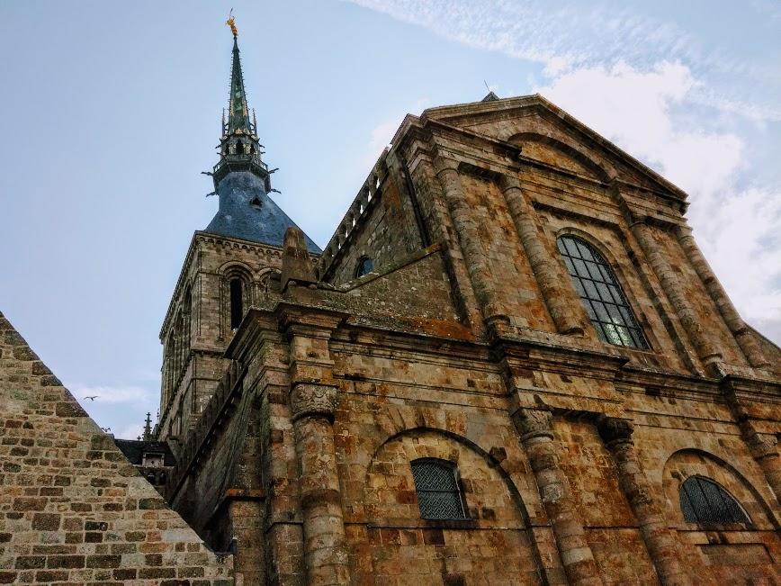La façade de l'abbatiale du Mont-Saint-Michel fut reconstruite en 1780 par les bénédictins, après qu'un incendie l'ait détruite (Photo FC)
