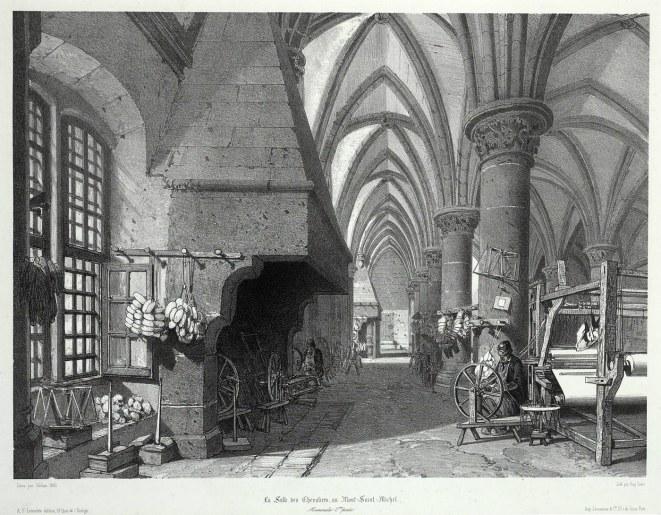 La salle des Chevaliers transformée en atelier de filature de coton. Il faut imaginer que l'administration pénitentiaire adapta les murs de l'abbaye pour recevoir entre 800 et 1000 prisonniers ainsi que des ateliers de filature de coton, de rouennerie, de tisseranderie, de fabrication de chapeaux de paille et de chapeaux vernis. Même l'abbatiale à l'exception du chœur, fut transformée et divisée par des planchers, avec des dortoirs sur deux étages et des ateliers sur son sol.