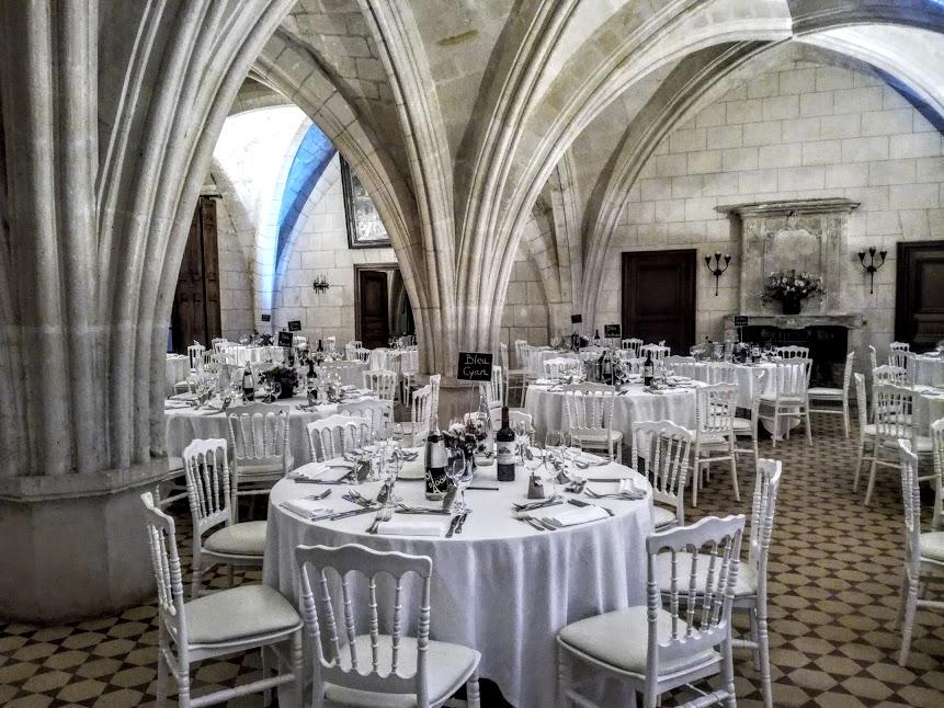 L'ancien cellier gothique du XIIIe siècle, aménagé au XVIIIe siècle et ses remarquables arcades pour loger les hôtes des abbés commendataires. Il sert aujourd'hui de salle de réception pour mariage (Photo FC)