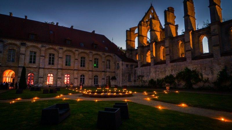 L'abbaye de Longpont est un magnifique décor de fêtes notamment pour les mariages.