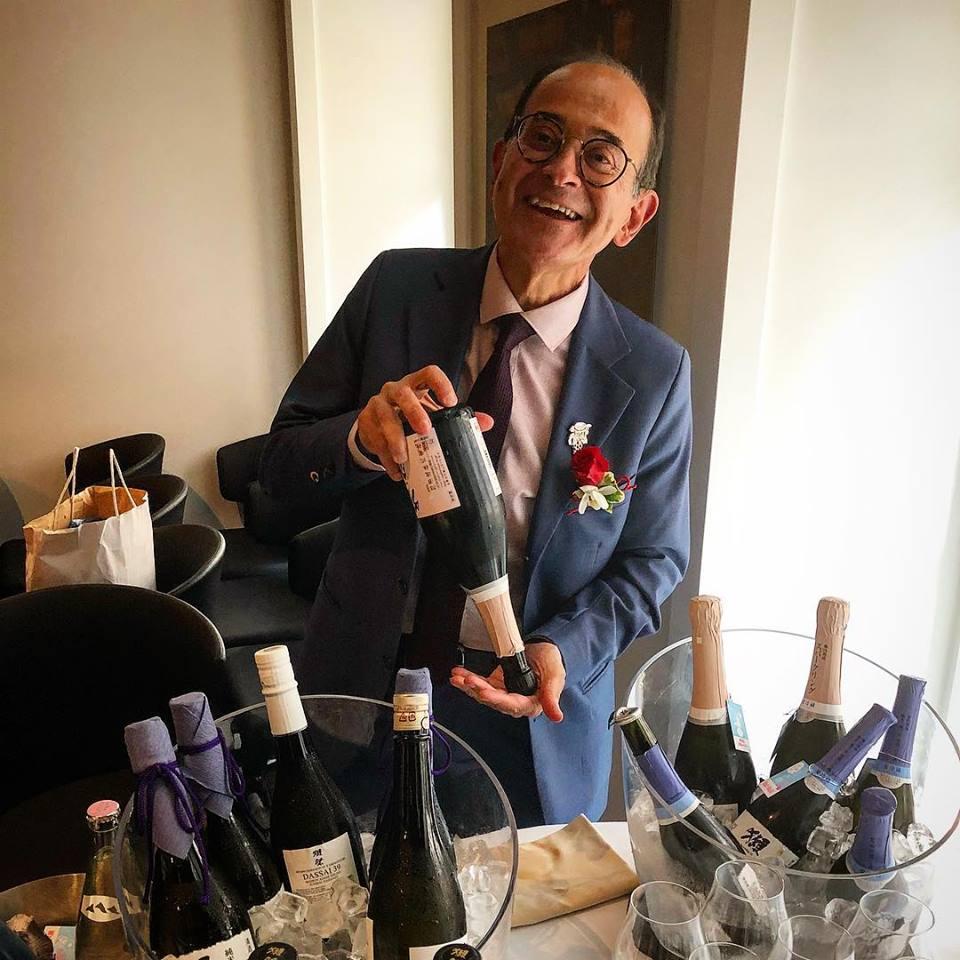 Le sommelier Manuel da Motta Veiga (ex Blue Elephant, cuisine thailandaise) est depuis 2018, l'ambassadeur de Dassai en Europe : avec le saké, on va chercher à enrober le plat pour le magnifier et le grandir. Le saké est un révélateur qui fait ressortir les saveurs du plat et le plat à son tour nous aide à sentir des nuances uniques dans les perceptions de la dégustation en bouche (interview donné à https://www.gaultmillau.com)