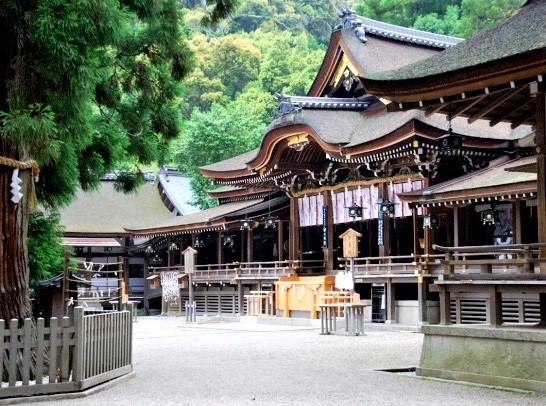 Situé au pied du mont Miwa où l'empereur Jimmu et ses partisans se sont installés dans la préfecture de Nara, le sanctuaire d'Omiwa est le plus ancien sanctuaire shintoïste du Japon et le sanctuaire des brasseurs de saké. Photo DR