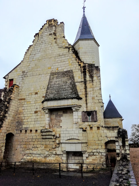 The fire place is all that is left of the great hall on the first floor where Joan of Arc was received (Photo FC)