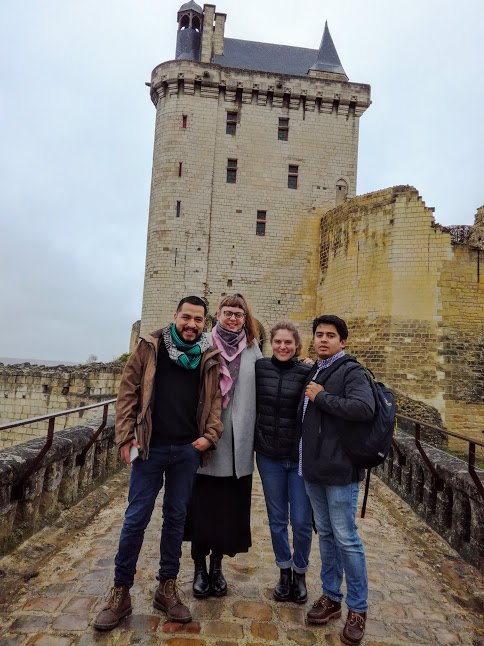 Tourists from around the world visiting Chinon (Photo FC)