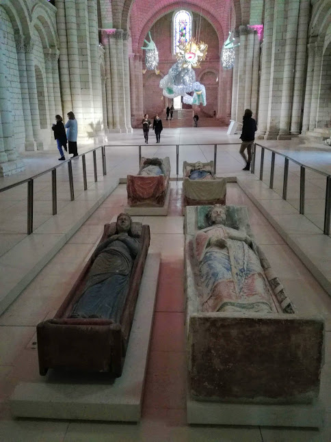 Four effigies can be found in the abbey church of The Royal Abbey of Fontevraud founded in 1101: Eleanor of Aquitaine who spent the last years of her life in Fontevraud, her son Richard the Lionheart as well as his father King Henry II (who died in Chinon) and Isabella of Angouleme, wife of John Lackland (Photo FC)