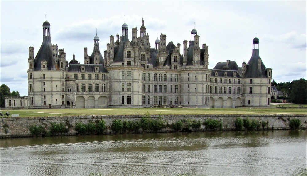 Inside the château, 426 rooms, 83 staircases, 282 fireplaces... the Chateau de Chambord and its grandiose architecture rival that of the Palace of Versailles. 60 rooms may be visited as well as a collection of 4,500 objets d'art displayed in superbly refurbished apartments (Photo FC)
