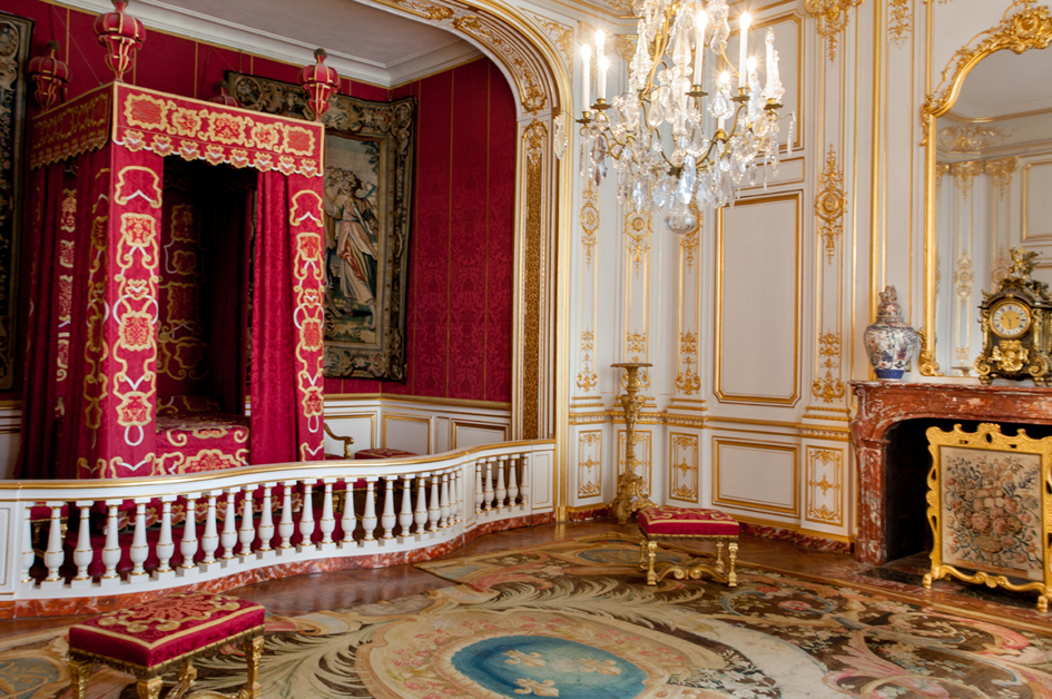 Louis XIV's bedchamber, redecorated by the Marshal of Saxe in 1748, with a fire place and wood panels from Versailles © GuillaumePerrin