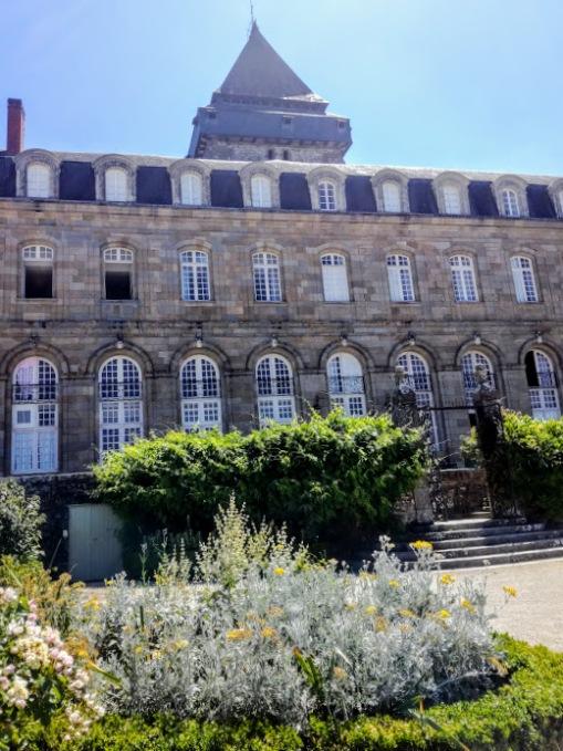 Mayenne basilique d'Evron bâtiments conventuel (Photo FC)