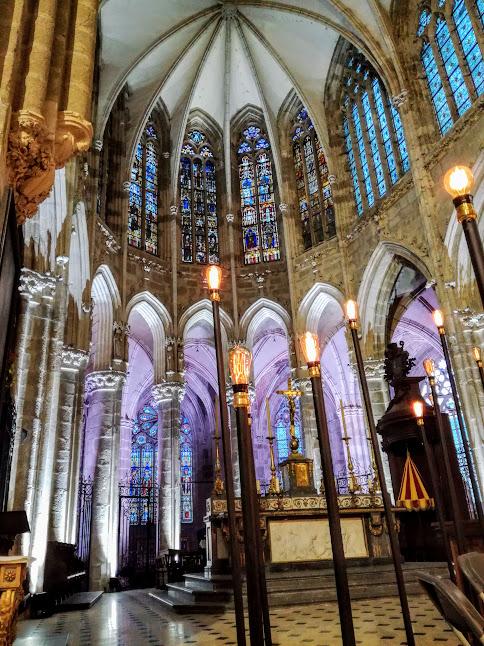 Le choeur gothique de la basilique d'Evron en Mayenne d'une hauteur sous voix de 23,50 m (Photo FC)