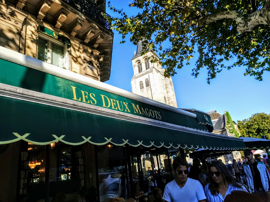 Paris summer times Les Deux Magots et clocher St-Germain (Photo FC)
