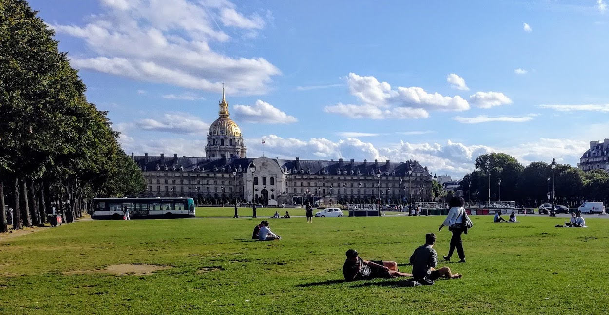 This large esplanade connects the Alexandre III Bridge to the Hotel des Invalides where it housed the Tomb of Napoleon I in the 19th century, and provided shelter for Allied pilots in the Second World War (Photo FC)