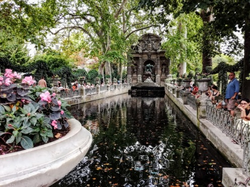 Paris summer times Luxembourg Fontaine Médicis (Photo FC)