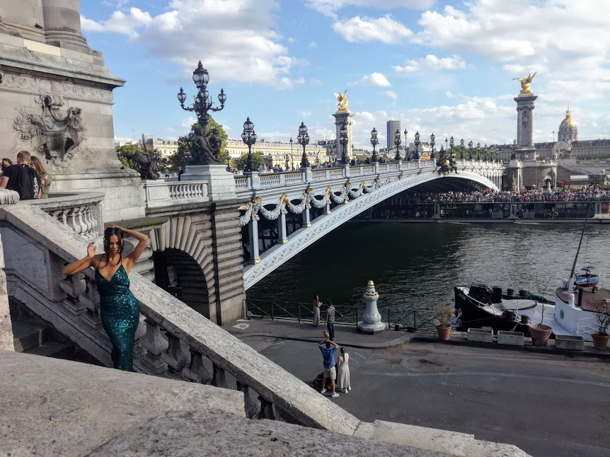 Alexandre III Bridge, one of photographers' favourite places to pose models (Photo FC)