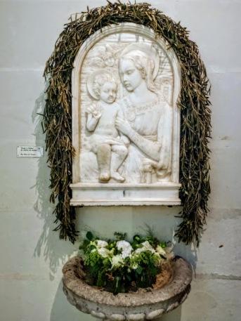 Chenonceau chapelle Vierge à l'enfant en marbre de Carrare (Photo FC)
