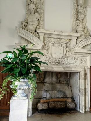 Chenonceau cheminée galerie haute avec plante (Photo FC)