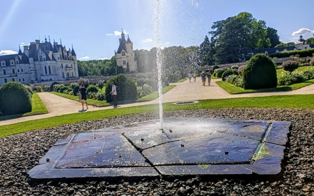 Chenonceau jardin Diane de Poitiers jet d'eau (Photo FC)