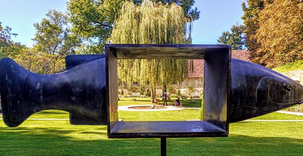 Le jardin en hommage à Russell Page se présente avec les formes simples et élégantes propre au style de Russel Page. Laure Menier a souhaité placer les œuvres du sculpteur François-Xavier Lalanne, qui ajoutent une note ludique et poétique à l'ensemble (Photo FC)