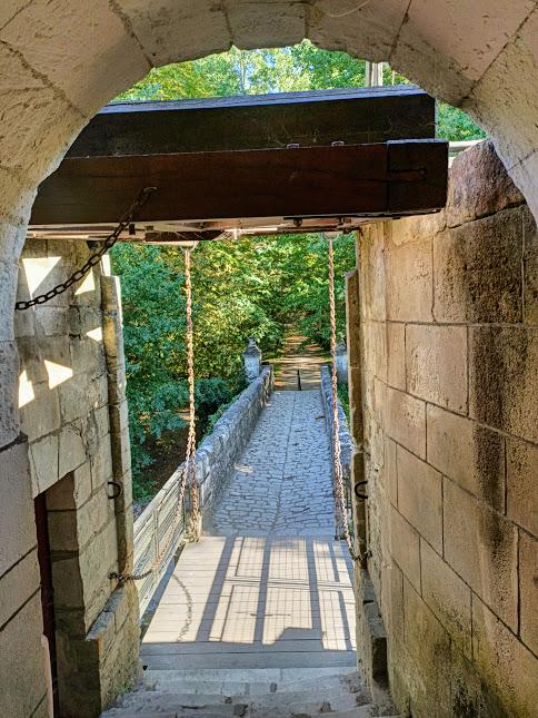 Chenonceau pont-levis menant sur l'autre rive (Photo FC)