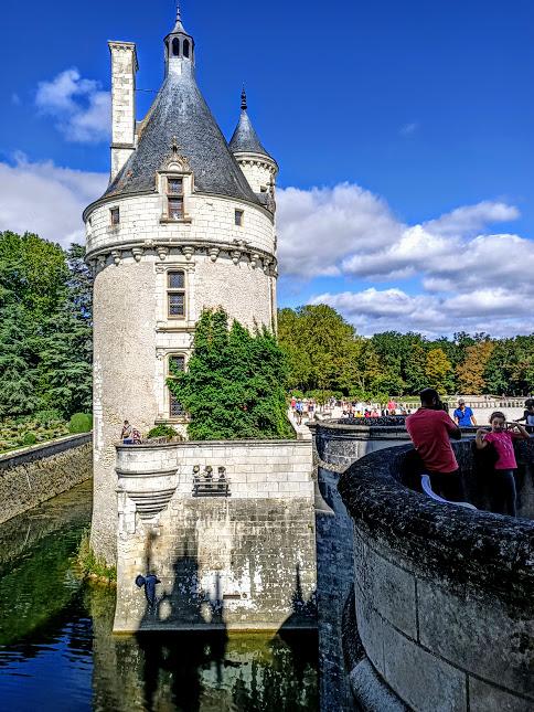 La Tour des Marques est le seul élément du château-fort et du moulin fortifié. Ils furent rasés au XVIe siècle par Thomas Bohier et Catherine Briçonnet pour construire le château de Chenonceau (Photo FC)