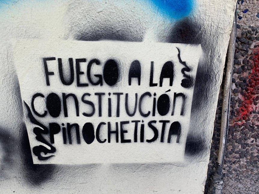 Fuego a la constitucion Pinochetista (Burn to the Pinochet 's constitution) Photo Tess C.