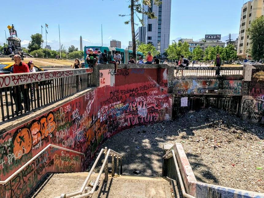 Station de métro Baquedano, Plaza Italia (ligne 1 et 5) ou ce qu'il en reste (Photo Tess C)